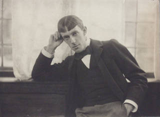 Photo of Aubrey Beardsley, photograph by Frederick Hollyer, about 1890, England. Museum no. 7745-1938. © Victoria and Albert Museum, London