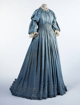 Dress, Liberty & Co., about 1895, England. Museum no. T.17-1985. © Victoria and Albert Museum, London