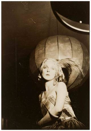 Lady Diana Cooper, photograph by Curtis Moffat, about 1925. Museum no. E.1553-2007. © Victoria and Albert Museum, London/Estate of Curtis Moffat