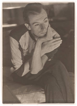 Cecil Beaton, photograph by Curtis Moffat, about 1925. Museum no. E.1556-2007. © Victoria and Albert Museum, London/Estate of Curtis Moffat