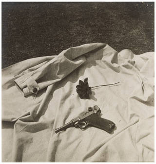 Still life, photograph by Curtis Moffat, 1925 – 30. Museum no. E.1001-2007. © Victoria and Albert Museum, London/Estate of Curtis Moffat