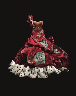 Grand red dress