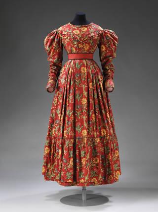 Nursing dress, 1825–30, England. Museum no. T.74-1988. © Victoria and Albert Museum, London
