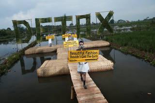 Detox Catwalk,  Greenpeace, 2015, Rancaekek, West Java province. © Greenpeace