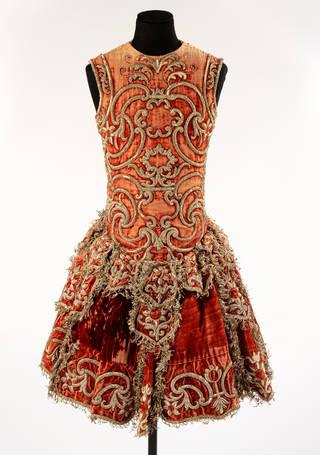 Man's silk velvet theatre costume, 1740 – 60, Italy. Museum no. S.92-1978. © Victoria and Albert Museum, London