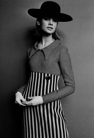 Jean Shrimpton in a Mary Quant double-faced jersey dress, photograph by John French for The Sunday Times, 1963, England. © John French/Victoria and Albert Museum, London