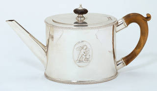 Photo of Teapot, Andrew Fogelberg, 1778 – 79, London. Museum no. M.13-1963. © Victoria and Albert Museum, London