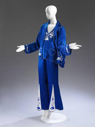 Lounge pyjama ensemble, 1920s, China. Museum no. FE.3:1 to 3-2013 © Victoria and Albert Museum, London