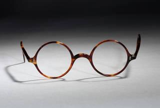 Tortoiseshell glasses, Oliver Goldsmith Eyewear, 1930s, England. Museum no.  T.242A-1990. © Victoria and Albert Museum, London