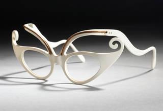 The Martian, plastic sunglassses, Oliver Goldsmith Eyewear, 1950s, England. Museum no. T.243F-1990. © Victoria and Albert Museum, London