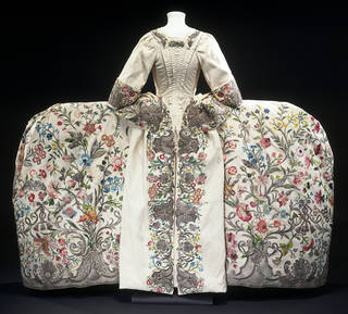 Photo of Mantua, 1740 – 45, unknown maker, England. Museum no. T.260&A-1969. © Victoria and Albert Museum, London