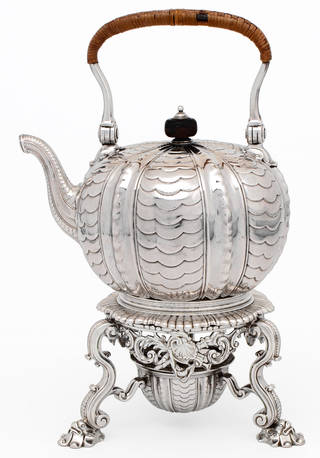 Photo of Kettle, Paul de Lamerie, 1730 – 31, London. Museum no. LOAN:GILBERT.672:1 to 3-2008. © Victoria and Albert Museum, London