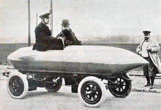 La 'Jamais-Contente' de Jenatzy à Achères en 1899, Chemins de fer automobiles (CFTA), Max de Nansouty (ingénieur des Arts et Manufactures), p.49, edited by Boivin & Cie, 1911, France. Wikimedia Commons