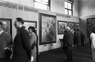 'Degenerate Art' exhibition, Gallery Building of the Munich Court Garden, photograph by Arthur Grimm, 9 July 1938. © bpk / Arthur Grimm