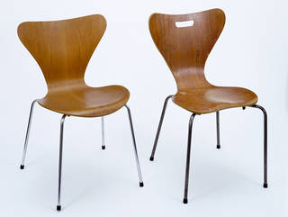 Left: Model 3107 chair, designed by Arne Jacobsen, made by Fritz Hansen, 1955, Denmark. Museum no. CIRC.371-1970. Right: The Keeler chair, copy of Arne Jacobsen's Model 3107 chair, unknown designer, about 1962, Denmark. Museum no. W.10-2013. © Victoria and Albert Museum, London