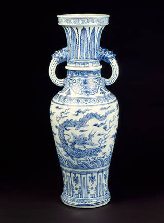 Vase, unknown maker, late 15th century, China. Museum no. FE.6-1986. © Victoria and Albert Museum, London