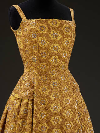 Pérou, dress, Christian Dior, 1954, France. Museum no. T.12-1977. © Victoria and Albert Museum, London. Given by Cecil Beaton