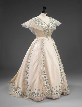Evening dress made for Her Majesty Queen Elizabeth, the Queen Mother, by Norman Hartnell, 1953, England. Museum no. T.265-1974. © Victoria and Albert Museum, London