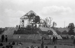 Pyramid Stage, 1971. © Peter Ball