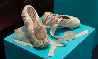 Pointe shoes worn by Darcey Bussell in Song of the Earth at her farewell performance as a member of The Royal Ballet, 2007 . © Victoria and Albert Museum, London.