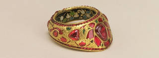 Gold thumb ring set with emeralds and rubies - richly decorated