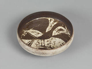 Stoneware bowl, the interior with decoration of a bird with outstretched wings.